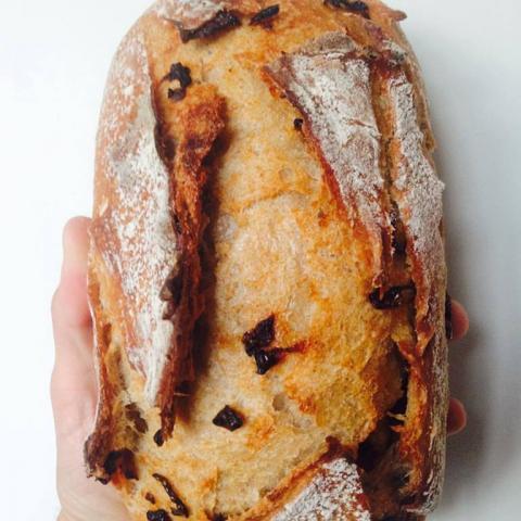 Купить Натуральный органический бездрожжевой хлеб на закваске с курагой. Натуральные продукты магазин